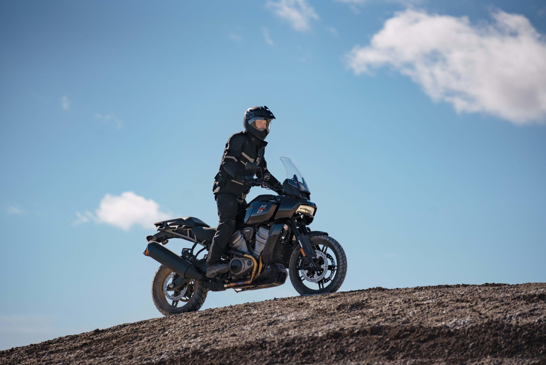 Harley-Davidson Pan America 1250 — 150 л.с. / 534 фунта / 17 319 долларов