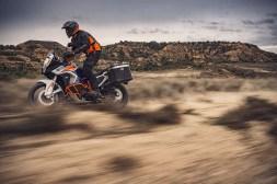 2021-KTM-1290-Super-Adventure-R-01