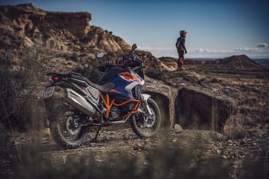 2021-KTM-1290-Super-Adventure-R-07