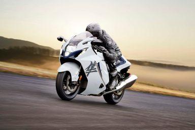 2022-Suzuki-Hayabusa-action-10