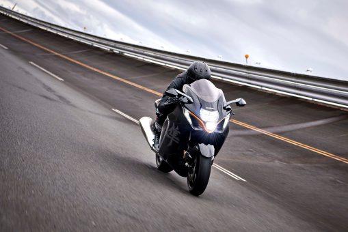 2022-Suzuki-Hayabusa-action-21