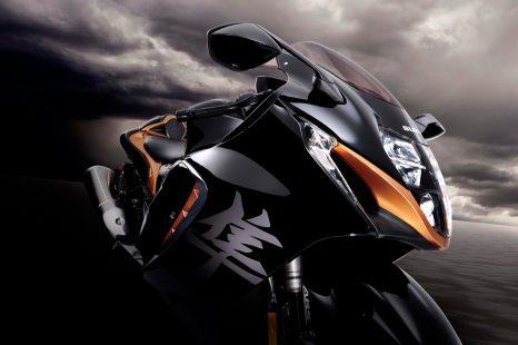 2022-Suzuki-Hayabusa-action-34