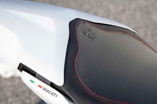 2021-Ducati-SuperSport-950-08