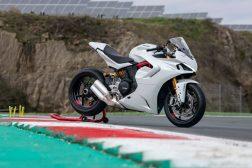 2021-Ducati-SuperSport-950-31