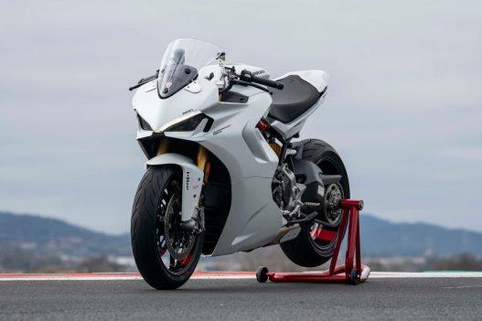 2021-Ducati-SuperSport-950-34
