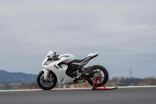 2021-Ducati-SuperSport-950-38