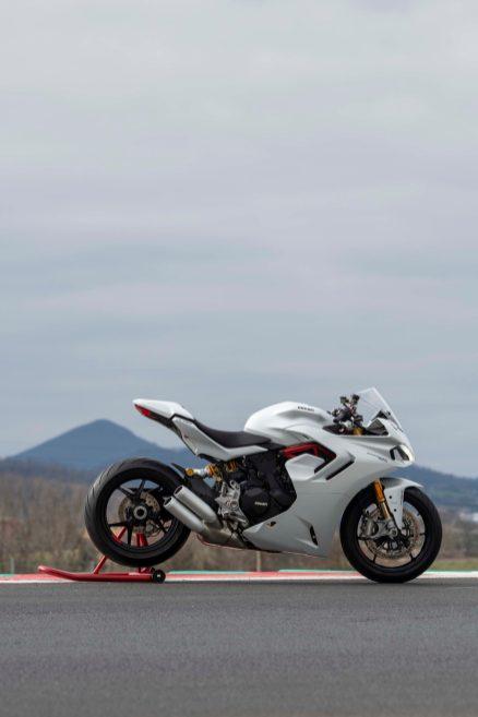 2021-Ducati-SuperSport-950-41