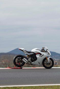 2021-Ducati-SuperSport-950-42