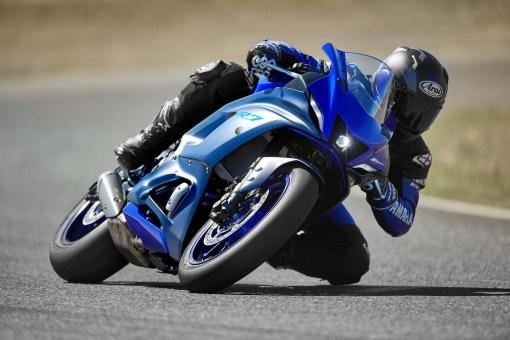 2022-Yamaha-YZF-R7-01
