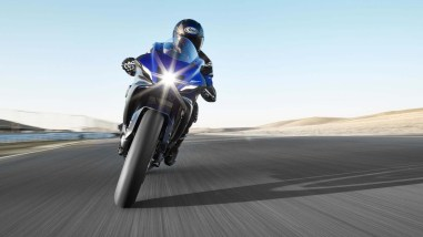 2022-Yamaha-YZF-R7-europe-10