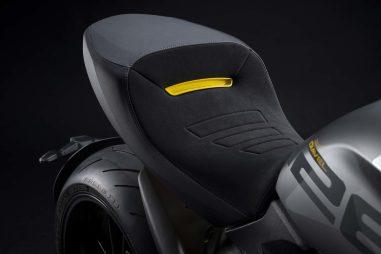 Ducati-Diavel-1260-S-Black-and-Steel-11