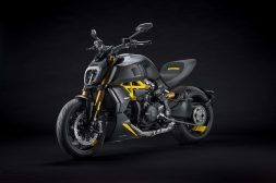 Ducati-Diavel-1260-S-Black-and-Steel-40