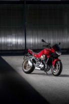 2022-Moto-Guzzi-V100-Mandello-04