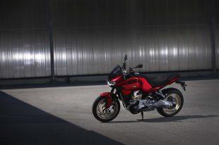 2022-Moto-Guzzi-V100-Mandello-05
