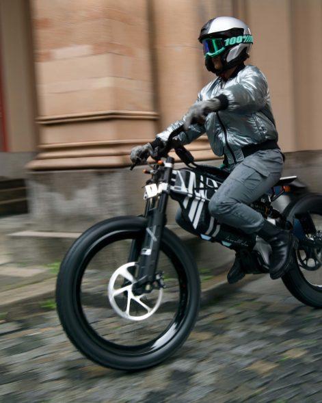 BMW-Motorrad-i-Vision-AMBY-51