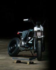 bmw-concept-ce-02-01