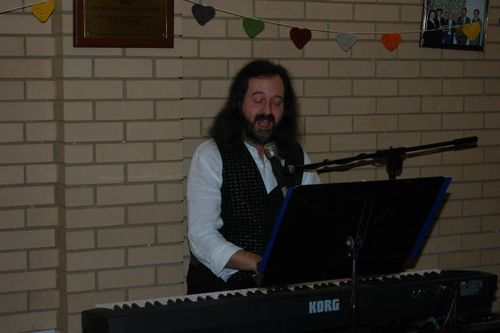 Budget wedding entertainment - singer and keyboard player