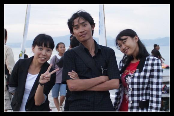 Mustamar bersama Sinta dan Dewi di Pantai Mutun Lampung