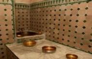غضب فيسبوكي من صورة لفتاة عارية داخل حمام شعبي