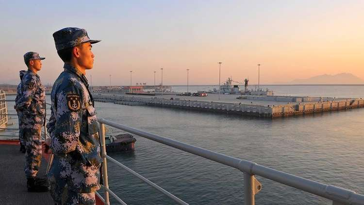 الصين ترسل طائرات حربية لتحذير سفن أمريكية دخلت مياهها الإقليمية