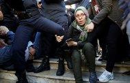 مدافع المياه لتفريق المظاهرات السلمية في الجزائر