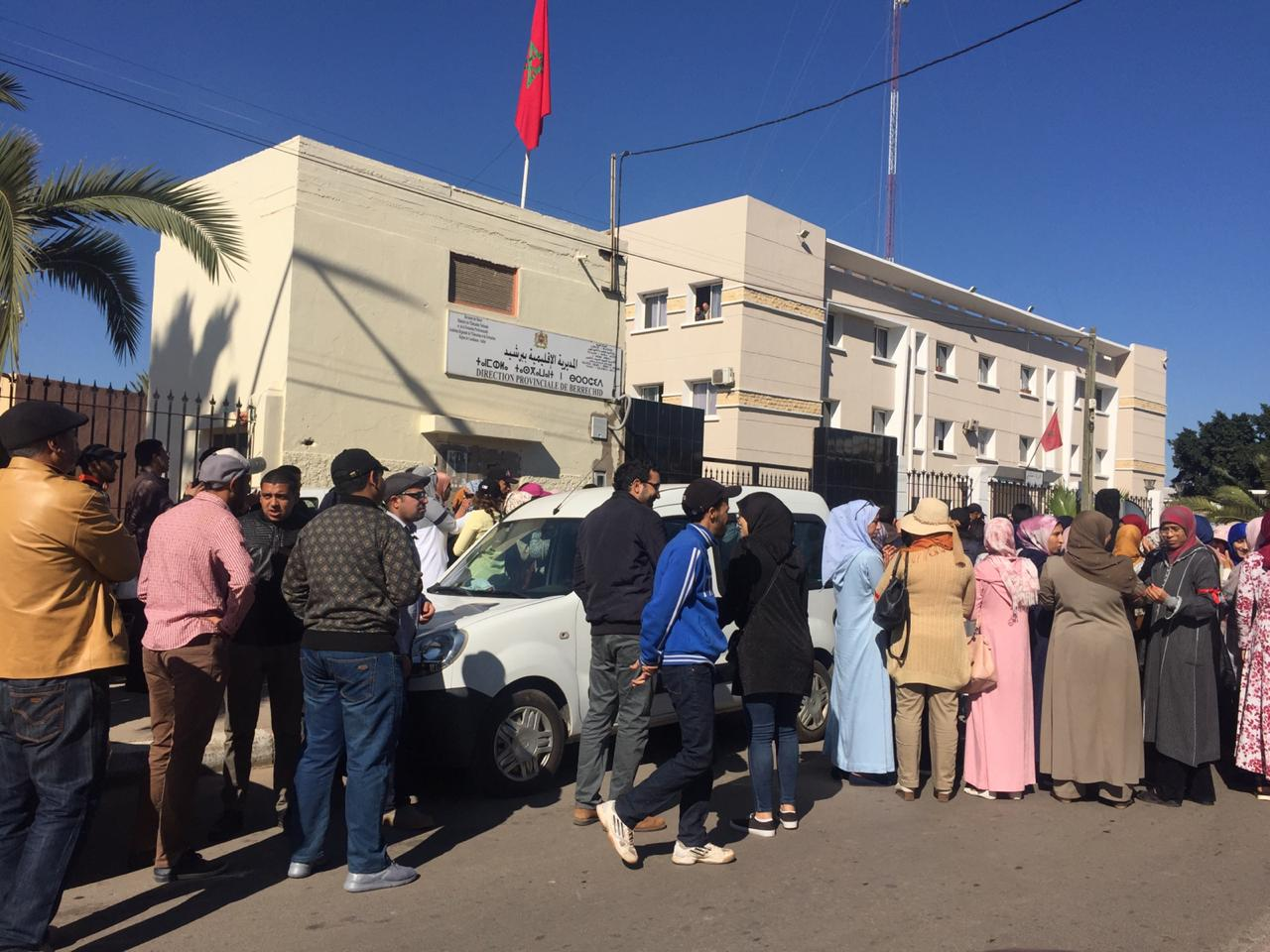 وقفة احتجاجية للأساتذة المتعاقدين أمام مديرية التربية ببرشيد
