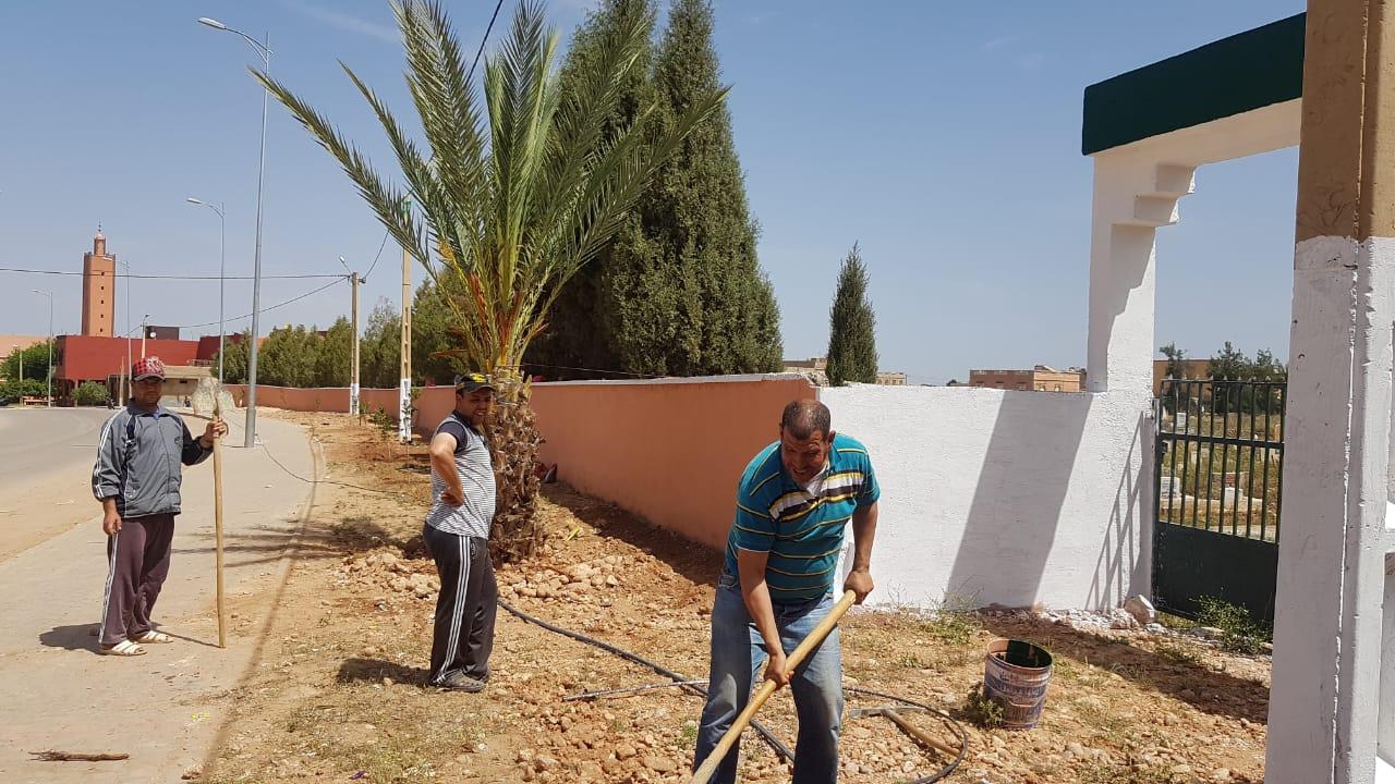 مبادرة تطوعية لتنظيف وتشجير وصباغة مقبرة الرحمة بأولاد سعيد الواد