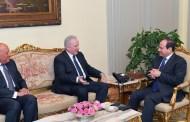 الرئيس المصري يستقبل مفوض الاتحاد الاوربى للتعاون الدولي بالقاهرة