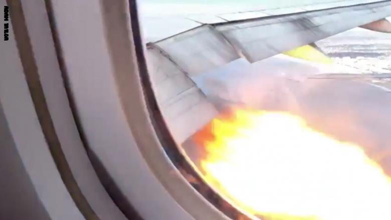 بالفيديو.. راكب يصور لحظة اشتعال محرك طائرة في الجو