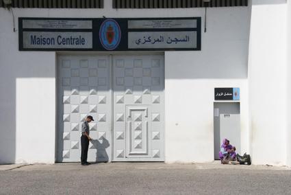 وفاة أم معتقل بعد سقوطها بمدخل سجن آسفي !