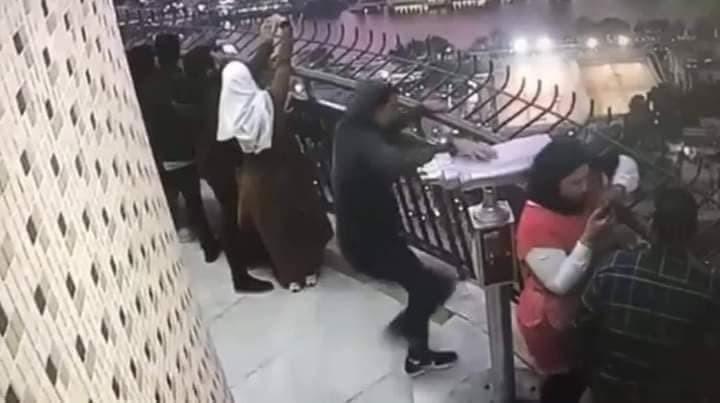 بالصور.. شاب مصري ينتحر بإلقاء نفسه من أعلى برج القاهرة