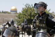 جنود إسرائيليون يقتحمون المسجد الأقصى ويعتقلون 13 فلسطينيا