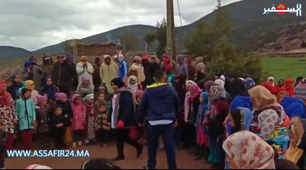 تحت شعار المغرب مغربنا .. قافلة دفئ انجاز 10 تدخل الفرحة على ساكنة دوار تزايرت بإقليم أزيلال