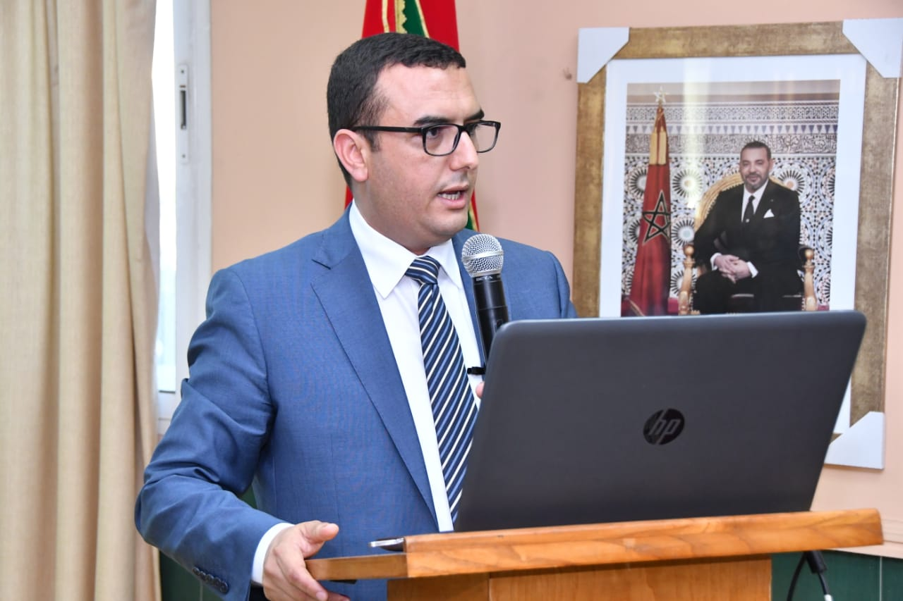 الوزير أمكراز يحاضر حول سوق الشغل بكلية الحقوق عين الشق