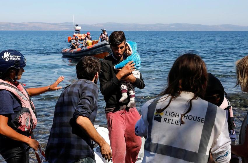 اليونان عازمة على إنشاء جدار بحري لوقف قوارب المهاجرين السوريين