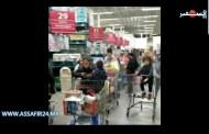 بالفيديو .. تهافت على المحلات التجارية بولاية نيوجيرسي الأمريكية تخوفا من انتشار كورونا