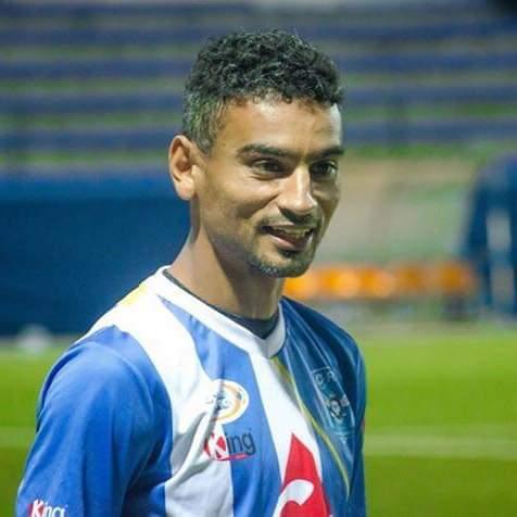 الاتحاد المغربي للاعبين المحترفين يكرم اللاعب لمباركي