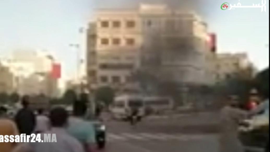 النيران تشتعل في سيارة بطنجة وتحولها إلى رماد - فيديو