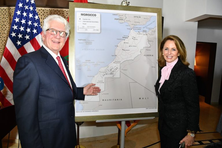 سفير أمريكا بالرباط يقدم الخريطة الرسمية الكاملة للمغرب