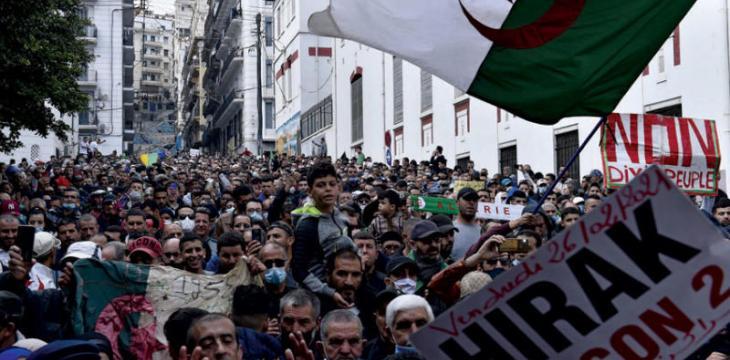 الجزائر تنهار.. مظاهرات بالجزائر للمطالبة برحيل النظام