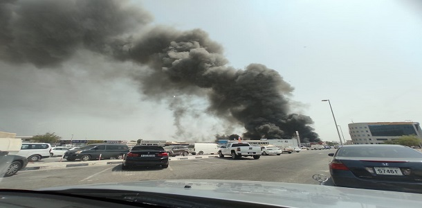 دبي.. حريق في مستودع للأدوات البلاستيكية