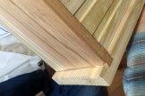 表板にはトリマーでアリ溝を掘り、側板にもトリマーでほぞを細工して、組みました。