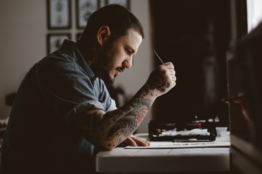 Solitary artist