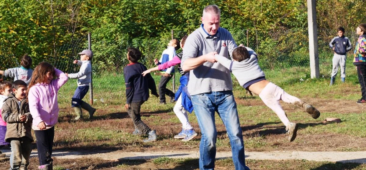 Spelende kinderen Zigeunerkamp Oekraine