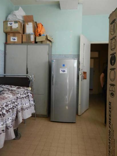 Le nouveau réfrigérateur dans la salle réservée aux hémophiles