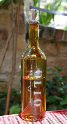 garrafa com letras imprimidas