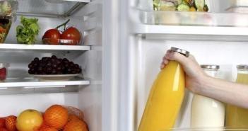 suco na porta da geladeira