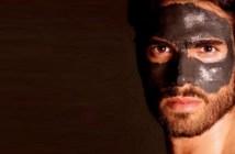 homem com mascara facial