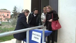 Protesta e raccolta firme strada Castelnuovo Assisi2
