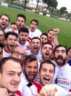Selfie di squadra dopo la vittoria